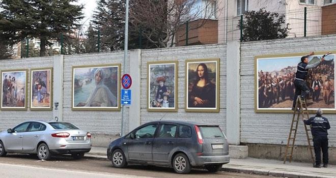 Ünlü ressamların eserleri Eskişehir sokaklarında